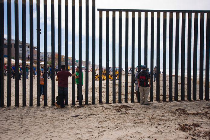 Fronteira dos EUA com o México (Foto: KSAT)