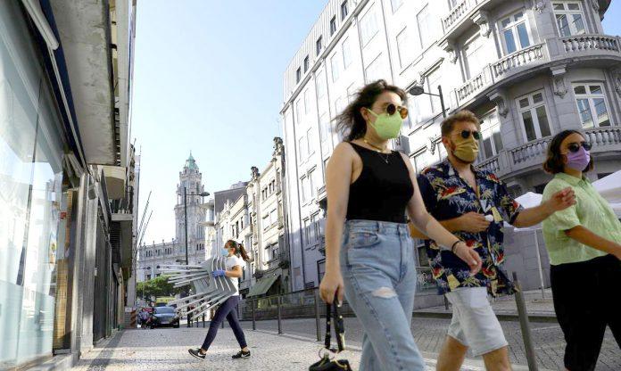 País europeu flexibiliza as restrições a fim de proporcionar alívio à população (Foto: Reuters/Violeta Santos Moura)