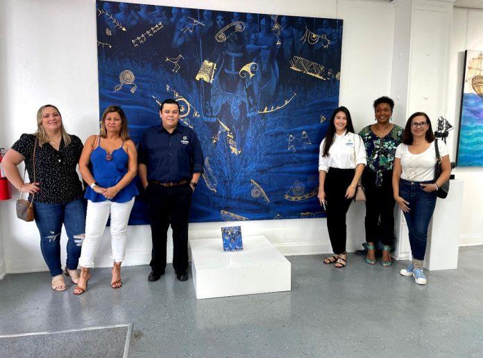 Alunos da Unigran USA aproveitaram a visita à Latin Art Core Gallery (Foto: Unigran USA/Divulgação)