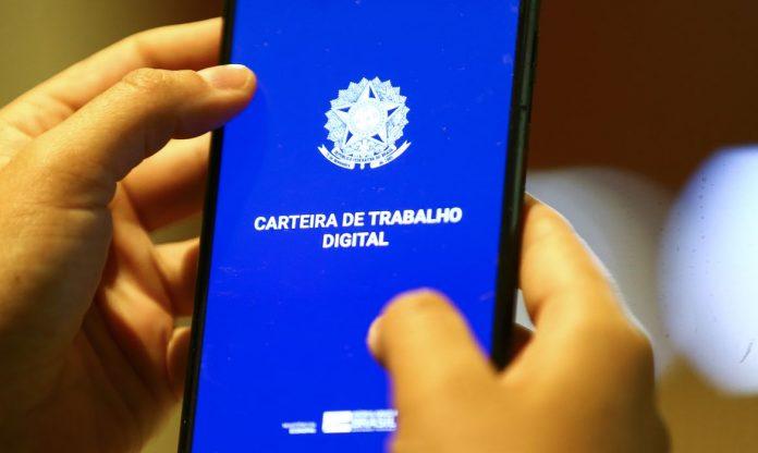 Brasil registra mais trabalhadores com carteiras de trabalho assinadas (Foto: Marcelo Camargo/Agência Brasil)