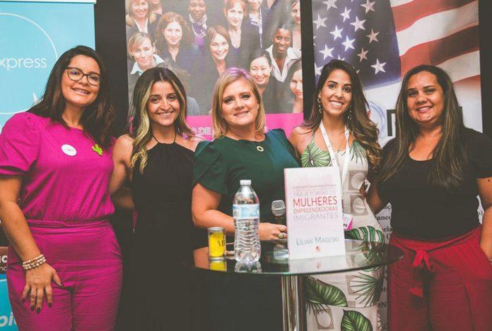 Coordenadoras da AME Sul da Flórida Ana, Danielle, Jéssica e Lidia, com Lilian Mageski (centro)