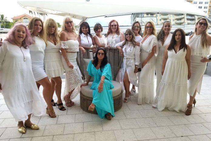 Lourdes Costanza entre as amigas Clara, Christina, Valéria, Ines, Anete, Jaqueline, Esterliz, Rute, Simone, Larissa, Laine e Elca