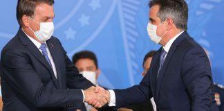 Presidente Jair Bolsonaro dá as boas-vindas ao novo chefe da Casa Civil (Foto: Rodrigues Pozzembom/Agência Brasil)