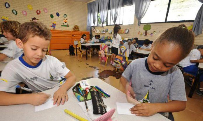 Alfabetização de alunos foi prejudicada durante a pandemia (Foto: Agência Brasil)