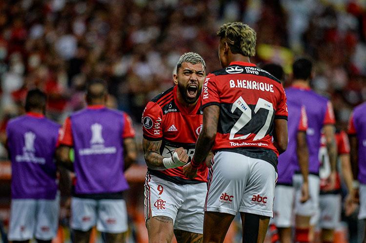Bruno Henrique marcou os dois gols do Flamengo na vitória sobre o Barcelona de Guayaquil e foi eleito o craque do jogo (Foto: Marcelo Cortes/CRF)