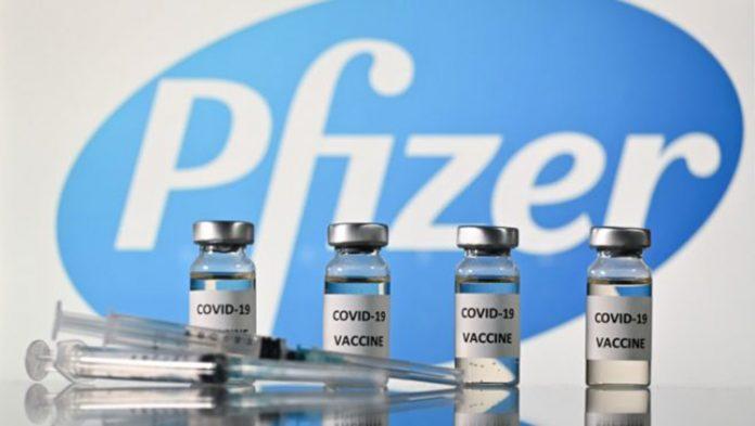 Vacinas da Pfizer e da BioNTech serão feitas nos EUA e enviadas para países de renda baixa (Foto: JUSTIN TALLIS/AFP)