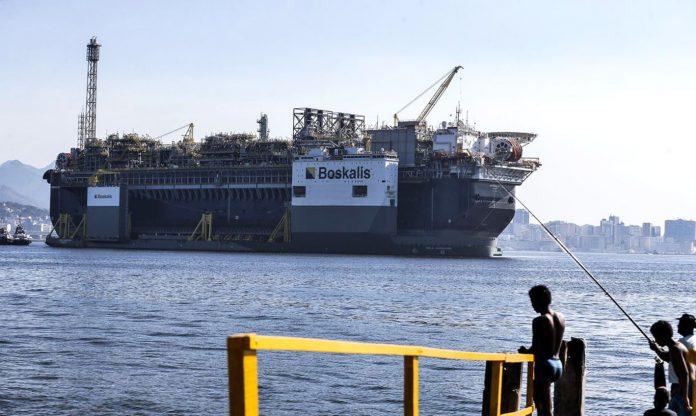 """Considerado o maior campo de petróleo em águas profundas do mundo, Búzios produz petróleo de alta qualidade e tem """"reservas substanciais, baixo risco e baixo custo de extração"""" (Foto: Tânia Rego/Agência Brasil)"""