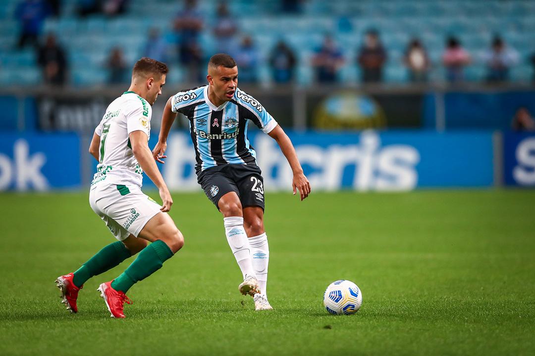Alisson marcou dois gols e salvou o Grêmio de mais um vexame no Brasileirão (Foto: Lucas Uebel/Grêmio)