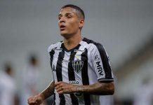 Guilherme Arana abriu o caminho para a goleada do Galo sobre o Fortaleza com um belo gol (Foto: mg.superesportes.com.br)