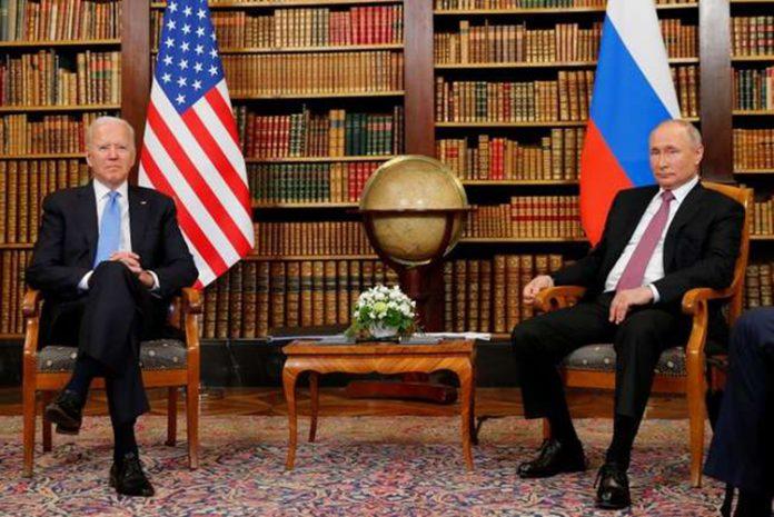 Os presidentes dos EUA, Joe Biden, e da Rússia, Vladimir Putin, mantiveram conversas sobre controle de armas (Foto: Reuters)