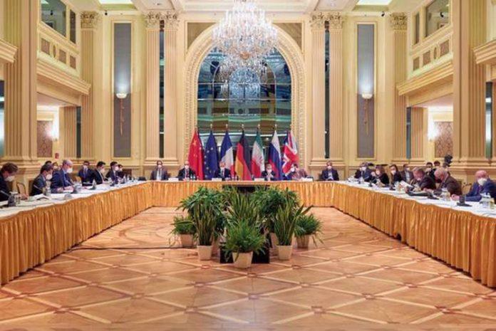 Reunião entre representantes da UE e do Irã em Viena em abril de 2021 (Foto: Divulgação via REUTERS)